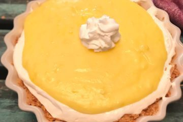 Keto lemon curd pie is a rich keto pie that features a low carb keto lemon curd and cheesecake layer.