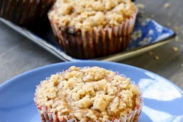 Keto pumpkin streusel crumb cupcakes