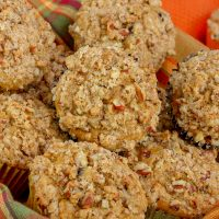 Keto Pumpkin Streusel Cupcakes