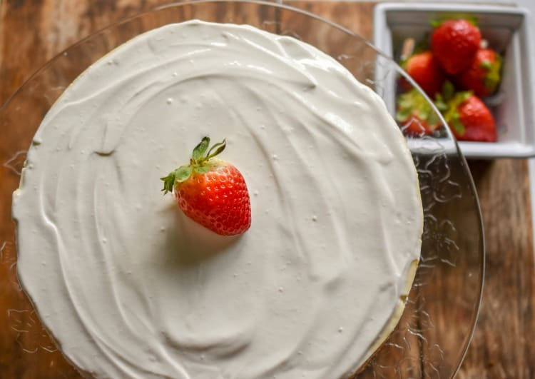 keto cheesecake with sour cream topping