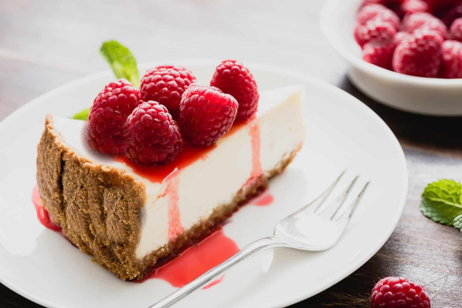 Raspberry keto cheesecake