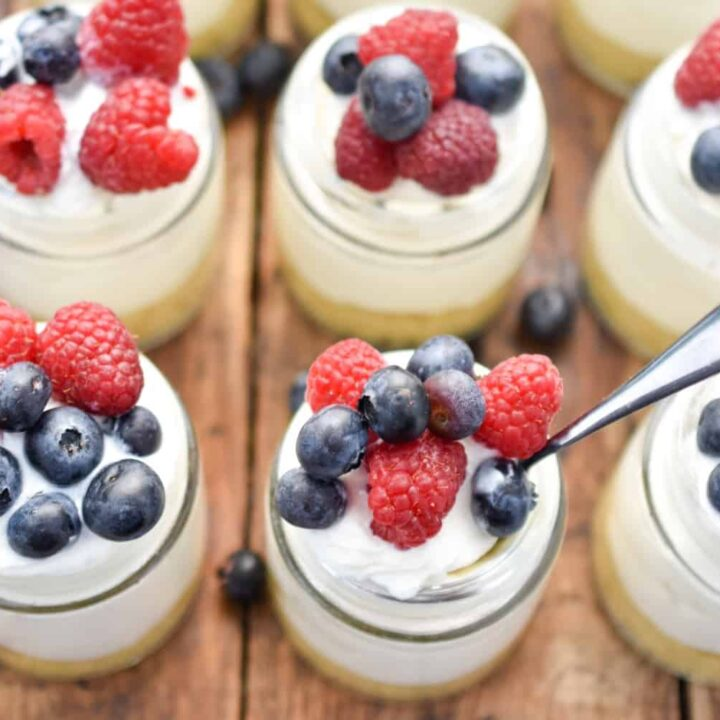 low carb no-bake cheesecakes in a jar lined up close up