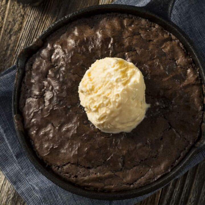 image of a keto skillet brownies a la mode