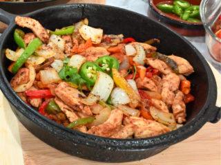 keto chicken fajitas in a black cast iron skillet